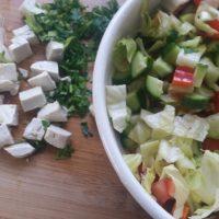 סלט יווני טבעוני שחר סמיט תזונה טבעית