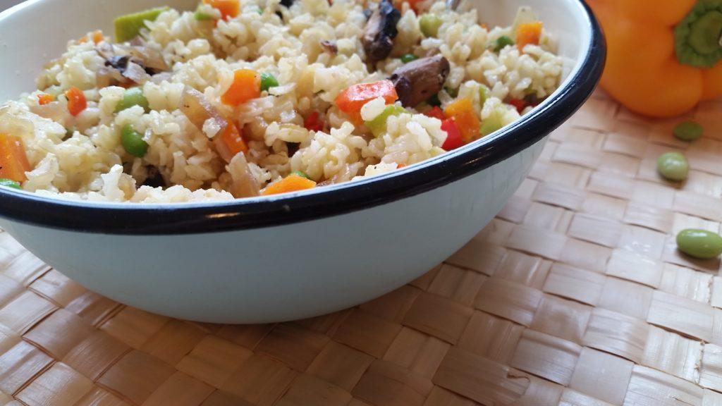 אורז הפתעות אורז מלא עם מלא תוספות