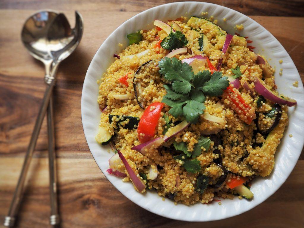 קינואה עם מלא ירקות שחר סמיט