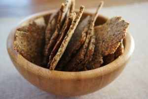 קרקרים פריכים ללא גלוטן שחר סמיט תזונה טבעית