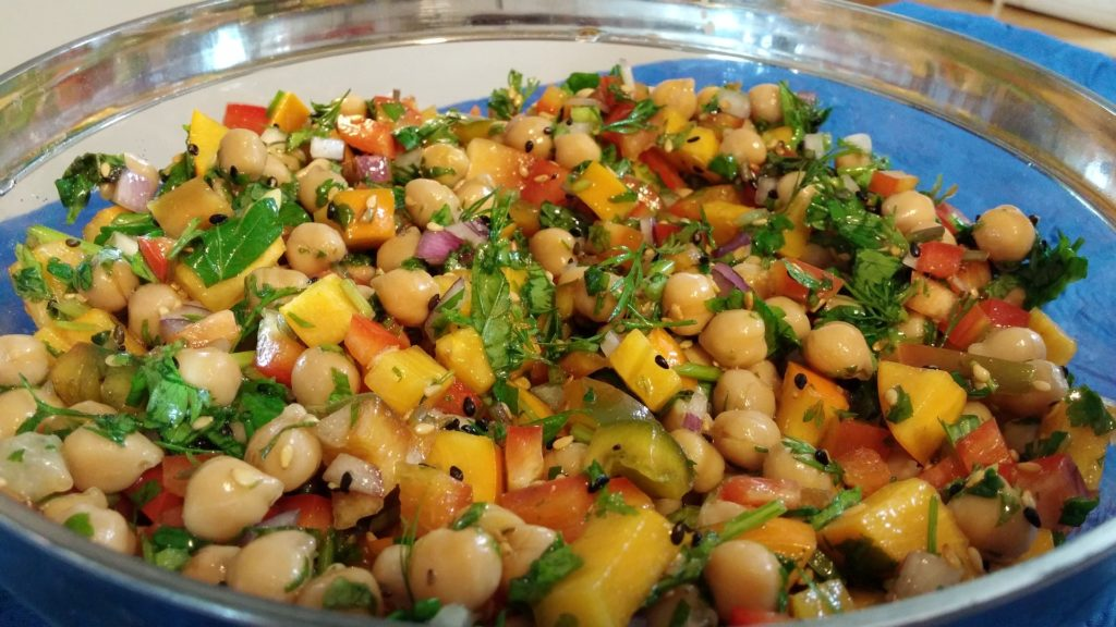סלט חומוס צבועני שחר סמיט תזונה טבעית