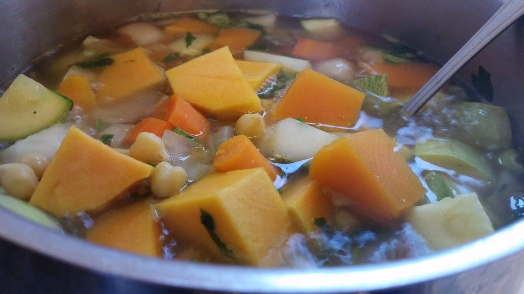 מרק ירקות וחומוס שחר סמיט תזונה טבעית