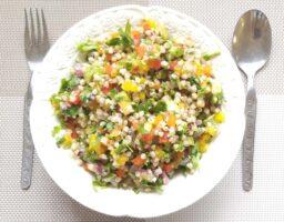 ארוחת סלט כוסמת ירוקה שחר סמיט תזונה בריאה